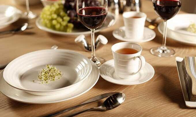 zestaw talerzy obiadowych